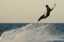 Dubai: kitesurfing