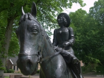 Dwingeloo: statue of the Damsel of Batinghe