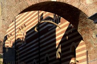 Piazza delle Erbe: a passage to Piazza dei Signori - Verona, Italy