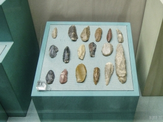 Stone tools from Jebel Al Buhais, 5000 BC