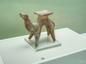 Clay camel figurine - Muwaileh, 1000 BC