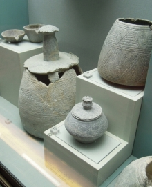 Softstone jars and vessels - Jebel Al Buhais, 1100-300 BC
