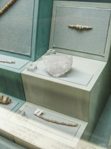 Pearls, block of quartz, shell bracelet - Jebel Al Buhais, 5000-4000 BC