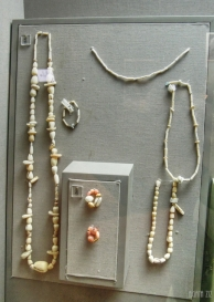 Shell beads necklaces; gold, electrum, carnelian and softstone beads - Jebel Al Buhais, 2000-1600 BC