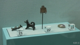 Metal dog figurines, bronze pendant, semi precious stone - Sharjah, 250 BC-400 AD