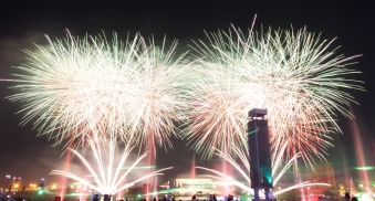 uae-dubai-fireworks-40thousandkm-08853-2