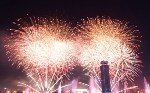 uae-dubai-fireworks-40thousandkm-08855-2